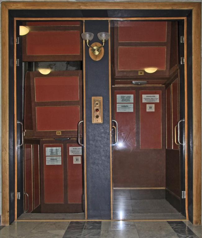 Лифт pater noster. Фотография Ю. Тарабариной