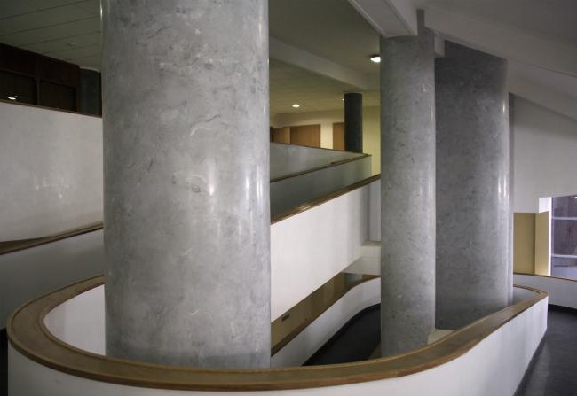 Пандусы вестибюля. Фотография Ю. Тарабариной