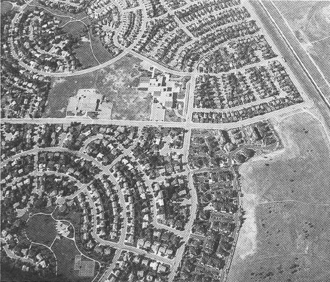 Расползание городов и уход важных общегородских функций на окраину привели к деградации центральных районов.