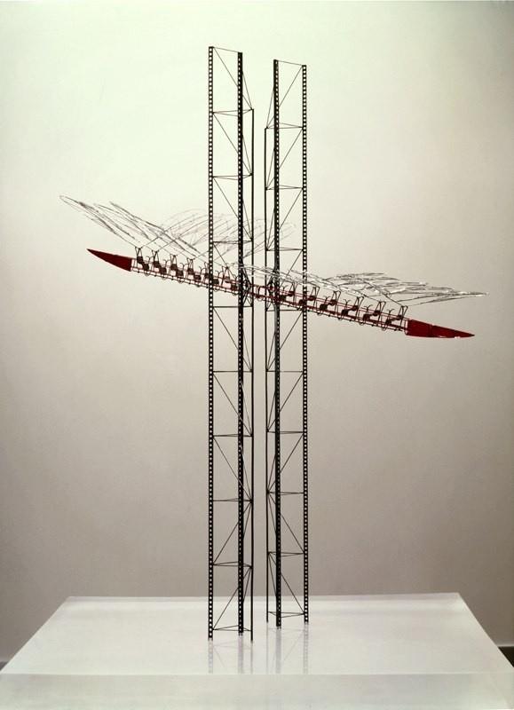 ЛЕТАЮЩИЙ ПРОЛЕТАРИЙ Из серии «Временные монументы» Архитектор: Юрий Аввакумов 1989