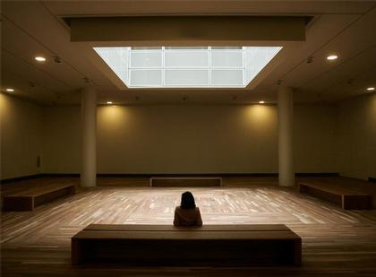 Новый корпус Музея Прадо. Нижний зал со световым колодцем