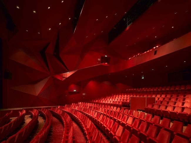 Театр «Агора». Вид зрительного зала. Фото: Forgemind ArchiMedia via flickr.com. Лицензия CC BY 2.0