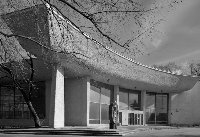 Павильон «Газовая промышленность» на ВДНХ. Фотография Юрия Пальмина для выставки «Неизвестная ВДНХ», 2012