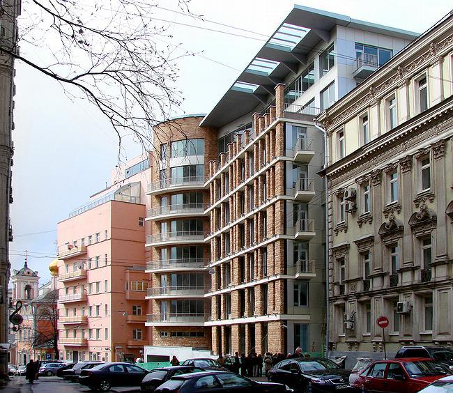 Дом в Брюсовом переулке. Вид на построенное здание со стороны Тверской ул. 2007 г.