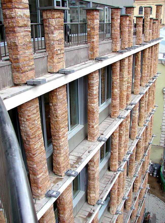 Дом в Брюсовом переулке. «Древесный» ордер фасада. 2007 г.