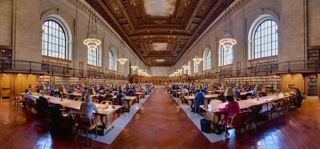 Главный читальный зал Нью-йоркской публичной библиотеки. Photo by DAVID ILIFF. License: CC-BY-SA 3.0