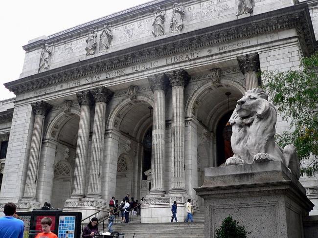 Нью-йоркская публичная библиотека. Вид главного фасада со стороны 5-й авеню. Фото Wikimedia Commons
