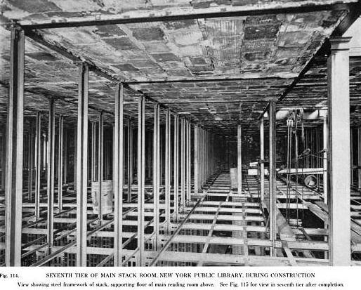 7-й ярус стеллажей Нью-йоркской публичной библиотеки в ходе строительства. Фото из собрания NYPL