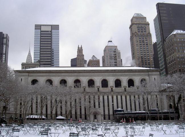 Нью-йоркская публичная библиотека. Задний фасад и Брайант-парк. Фото с сайта fourseasfoursuns.blogspot.ru