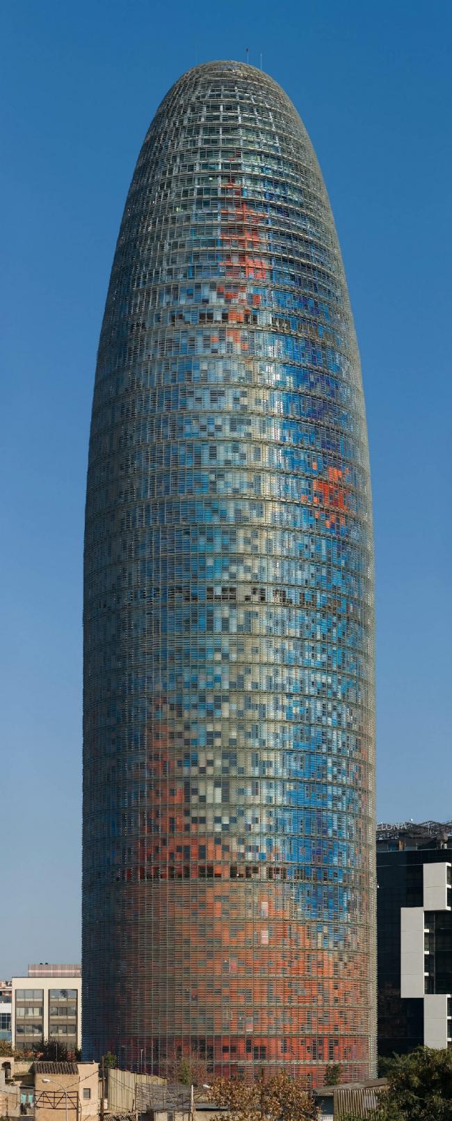Башня Агбар. Фото: Diliff via Wikimedia Commons. Лицензия CC BY 2.5