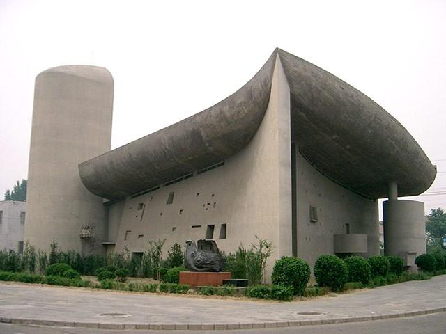 Китайская копия капеллы в Роншане (ныне снесена). Фото CAIP/Blogspot. Изображение с сайта guardian.co.uk