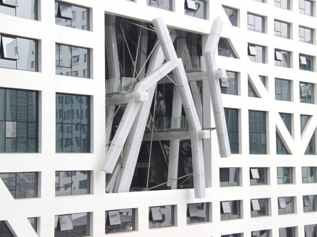 Комплекс Sliced Porosity Block. Павильон Леббеуса Вудса © Steven Holl Architects