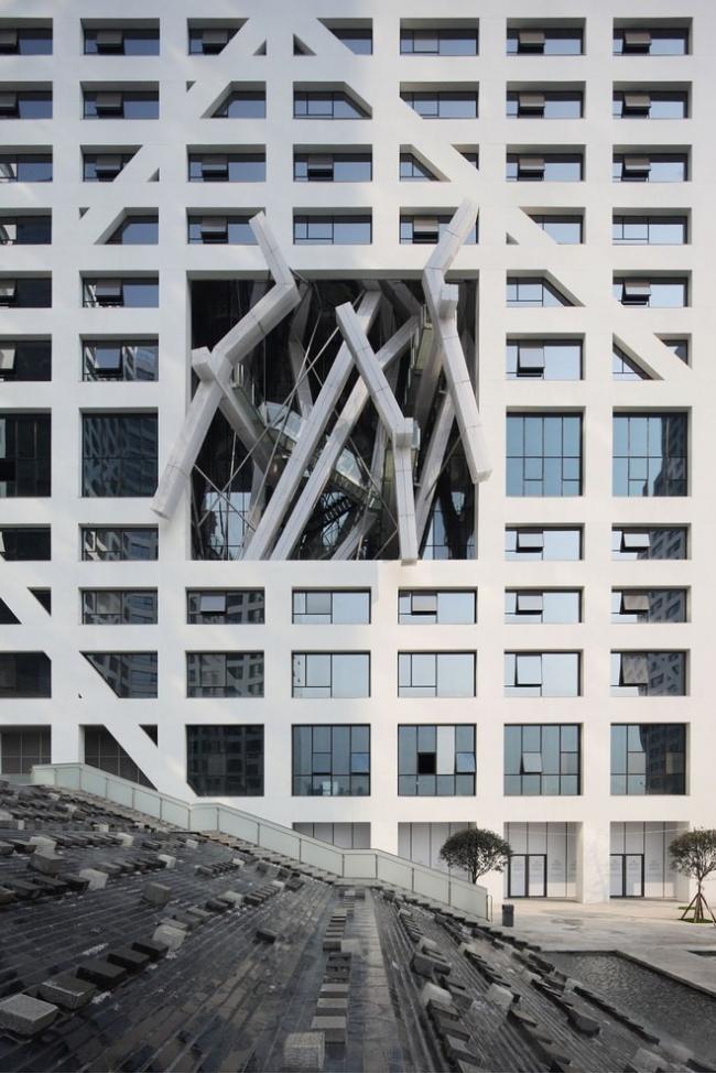 Комплекс Sliced Porosity Block. Павильон Леббеуса Вудса © Shu He