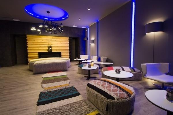 """Ресторан """"ITINERE"""".  Коллекции FLOS в интерьере: на потолке  - в овале - USO COVE LIGHTING RGB, точечные -  PURE DOWNLIGHT;  вертикальные  - SOFTPROFILE DECO STARCK"""