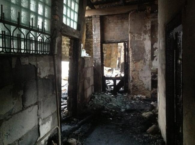Сгоревший гостевой дом в усадьбе «Гуслица». Фото: radio.egorievsk.tv