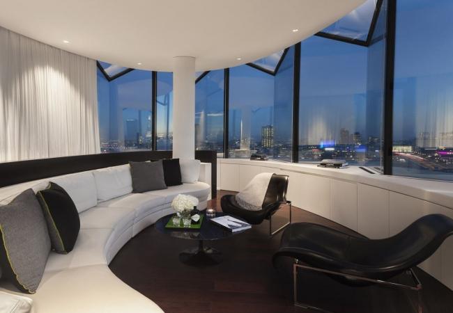 Гостиница Me London Hotel © Foster + Partners