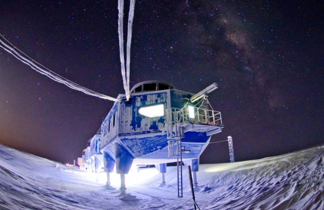 Антарктическая станция Halley VI © Sam Burrell