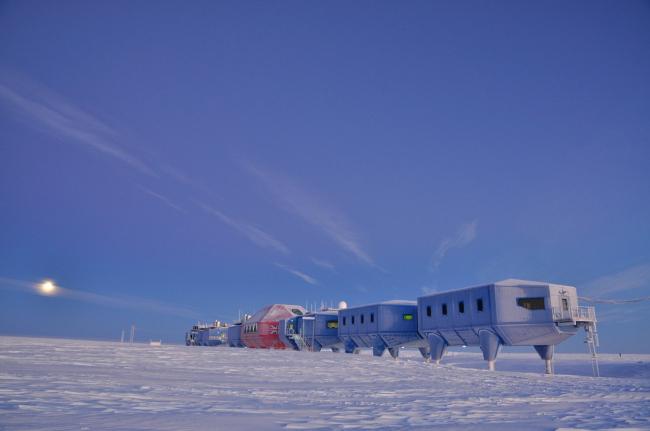 Антарктическая станция Halley VI © Anthony Dubber