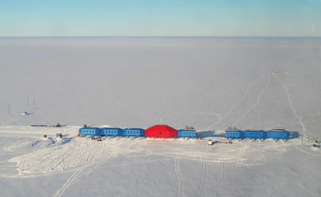 Антарктическая станция Halley VI © Karl Tuplin
