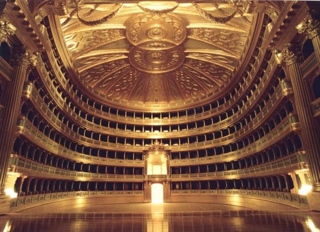 Театр La Scala (Ла Скала), Милан, Италия (вид на зрительный зал со сцены).