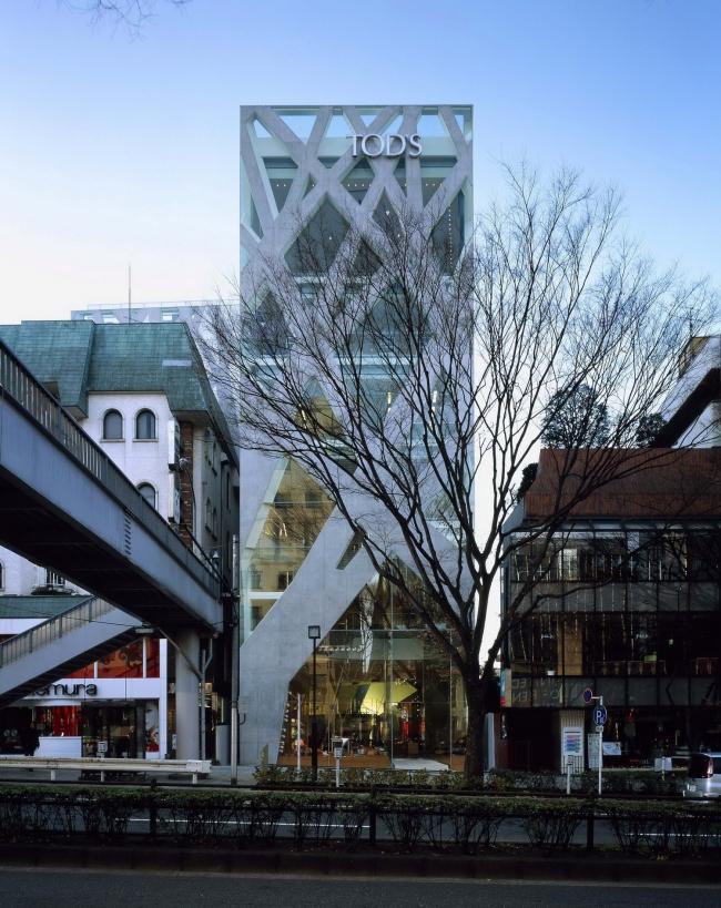 Магазин Tod's в Токио. 2004. Фото Nacasa & Partners