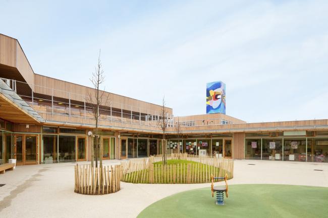 Школьная группа «Пастер» (Groupe Scolaire Pasteur) в Лимей-Бреванне. 2012. Фото © Jussi Tiainen