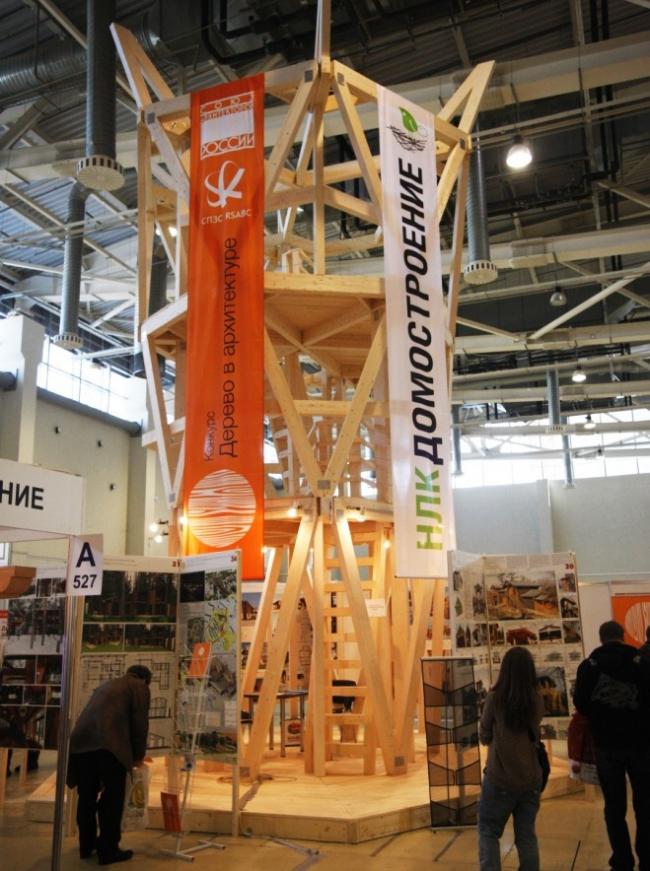 Дерево-башня, инсталляция Андрея Асадова. Фото: www.holzhaus.ru