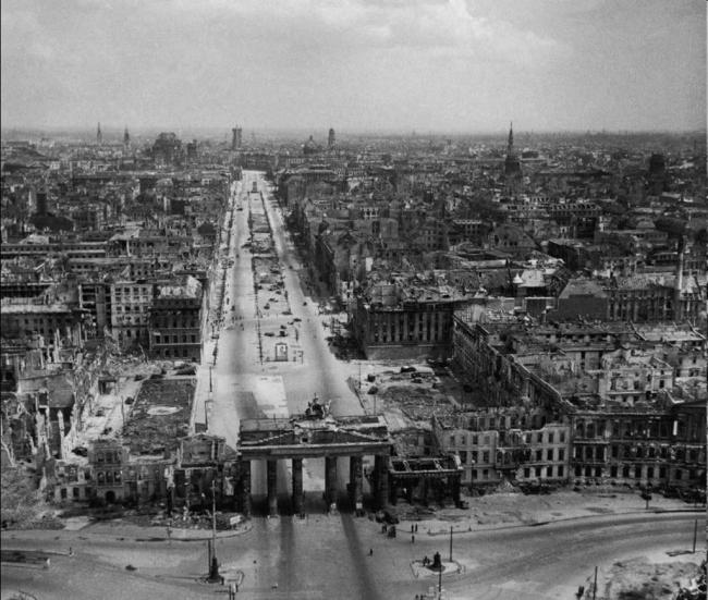 Берлин в 1945 году. Фотография: joshblackman.net