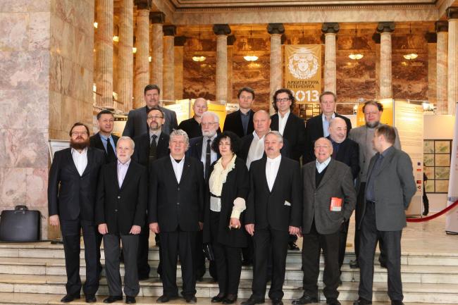 Участники биеннале, групповой портрет. Фото Игоря Бакустина