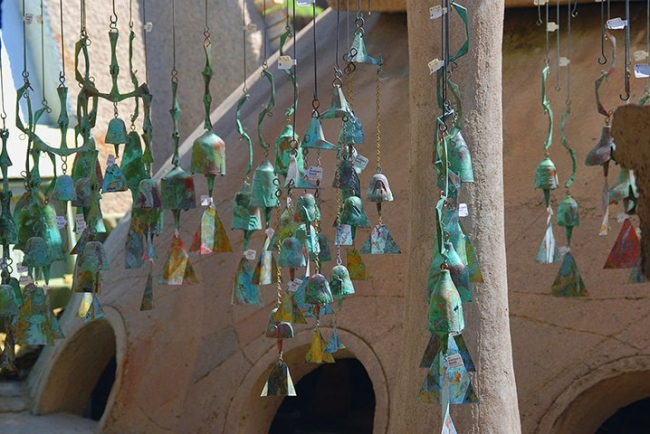 Бронзовые колокольчики Аркосанти. Фото © Alamy