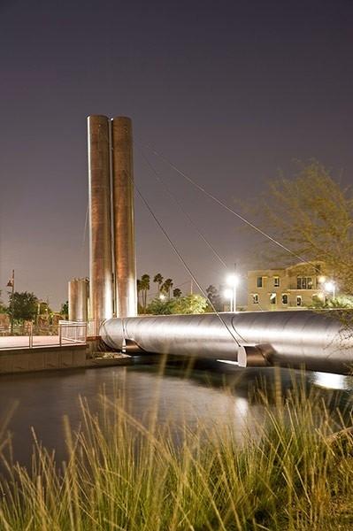 Пешеходный мост в Скотсдейле. 2011. Фото © Alamy