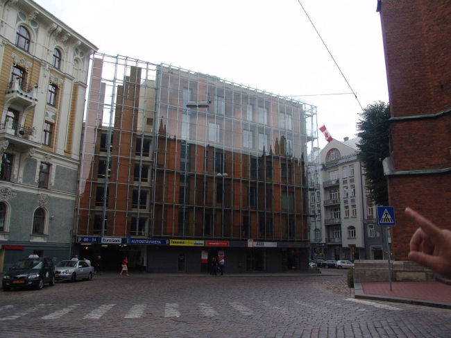 Новое здание в Риге. Фотография Александра Ложкина
