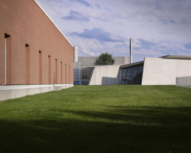 Фабричный корпус Алваро Сиза на кампусе Vitra. Фото: Julien Lanoo © Vitra (www.vitra.com)