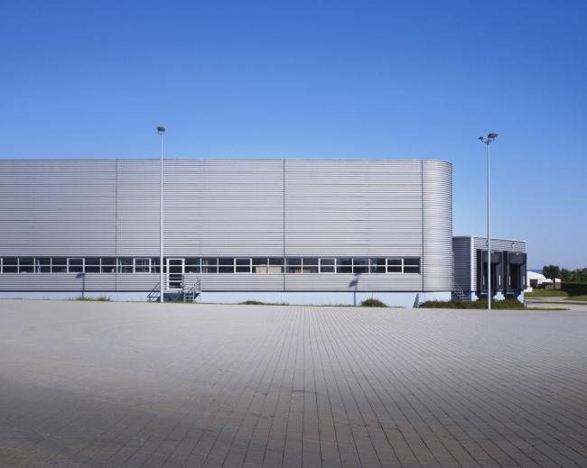 Фабричные корпуса Николаса Гримшо на кампусе Vitra. Фото: Julien Lanoo © Vitra (www.vitra.com)