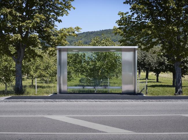 Автобусные остановки на кампусе Vitra. Дизайнер Джаспер Моррисон. Фото: Julien Lanoo © Vitra (www.vitra.com)