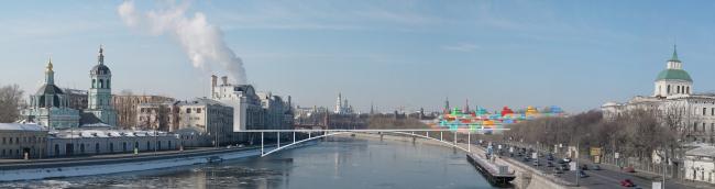 Рис. 12. Вид с Большого Устьинского моста