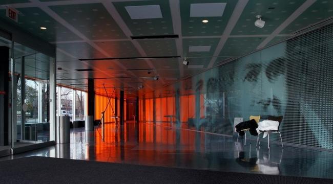 ОМА. Центр МакКормик-Трибьюн Иллинойсского института технологии в Чикаго. 2003. Фото © ken mccown/flickr.com