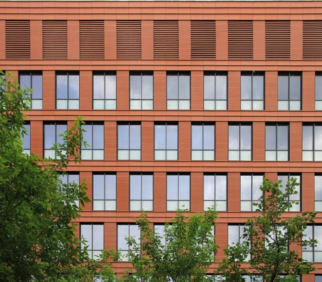 Бизнес-центр класса А «Алкон» на Ленинградском проспекте. Северный фасад северо-западного корпуса. Реализация, 2013. Фотография © Юлия Тарабарина