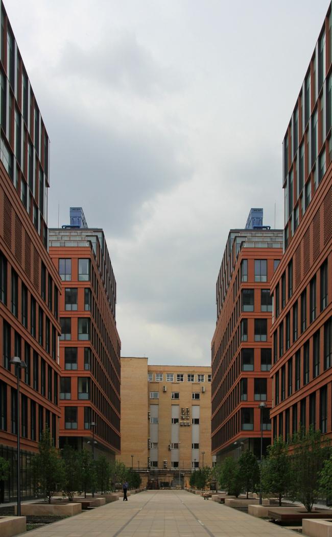 Бизнес-центр класса А «Алкон» на Ленинградском проспекте. Вид на юго-запад. Реализация, 2013. Фотография © Юлия Тарабарина