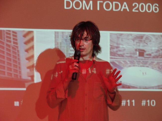 Николай Малинин объявляет результаты голосования «Дом года 2006». Фотографии Юлии Тарабариной