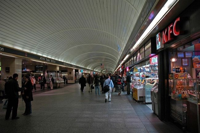 Вокзал Пенн-Стейшн в начале 21 века. Фото Leif Knutsen