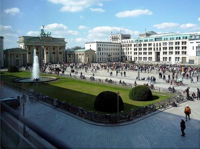 Площадь Паризер-платц в Берлине. Фото Manfred Brückels / Wikimedia Commons