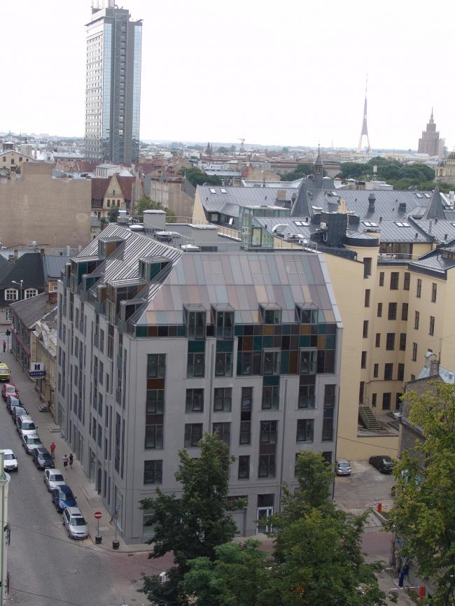 Регламент, согласно которому высота зданий не могла превышать ширину улицы, неформально соблюдался в Риге и в советское время. Исключение – несколько высотных зданий, построенных в 60-е годы. Фотография Александра Ложкина