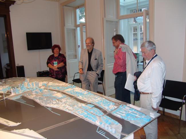 В гостях у главного архитектора Риги (его офис находится в квартире на первом этаже жилого дома). Фотография Александра Ложкина