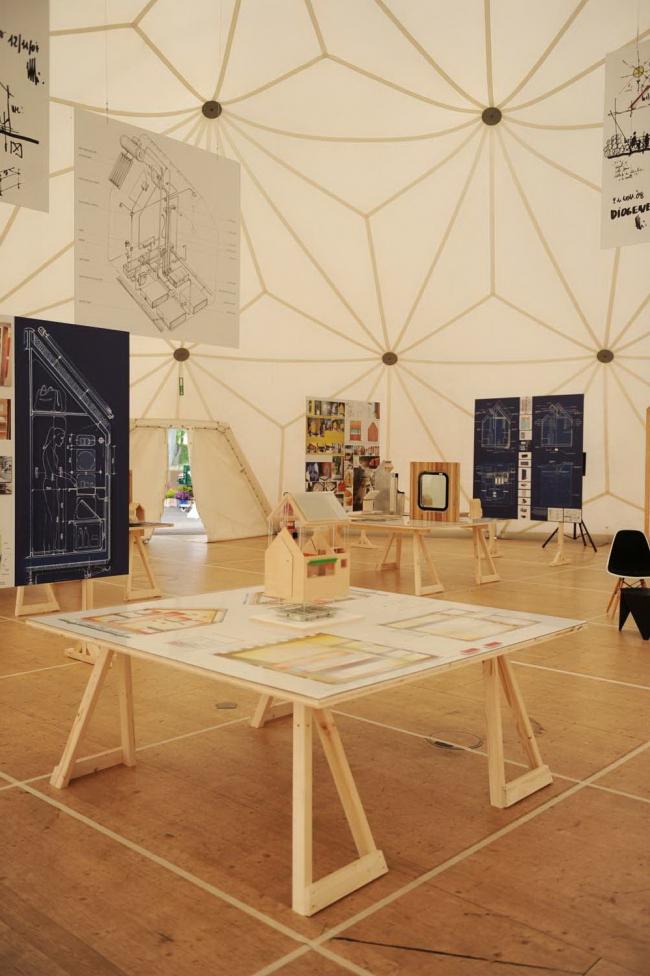 Вид посвященной «Диогену» экспозиции в куполе Бакминстера Фуллера на кампусе Vitra © Vitra (www.vitra.com). Фотограф Julien Lanoo