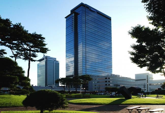 Исследовательский центр R4 Samsung. На заднем плане исследовательский центр R3. Фото: www.samsungvillage.com