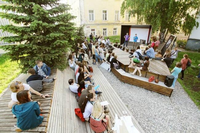 Объект «Треугольный сад», построенный в рамках проекта «Активация» в 2012 году. Авторы: Вера Смирнова + студенты. Фото: www.facebook.com/pages/AVO-group/