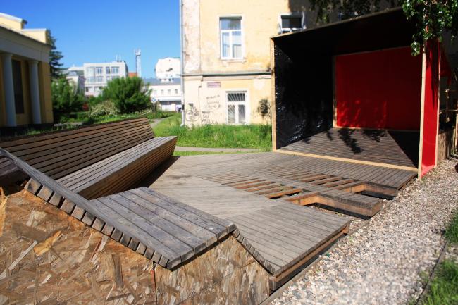 Объект «Треугольный сад», построенный в рамках проекта «Активация» в 2012 году. Авторы: Вера Смирнова + студенты. Фото: Егор Клочков.