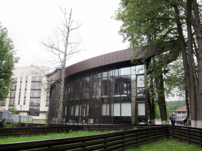Здание КПП в поселке «Олимпийская деревня Новогорск». Постройка, 2013 © Архитектуриум