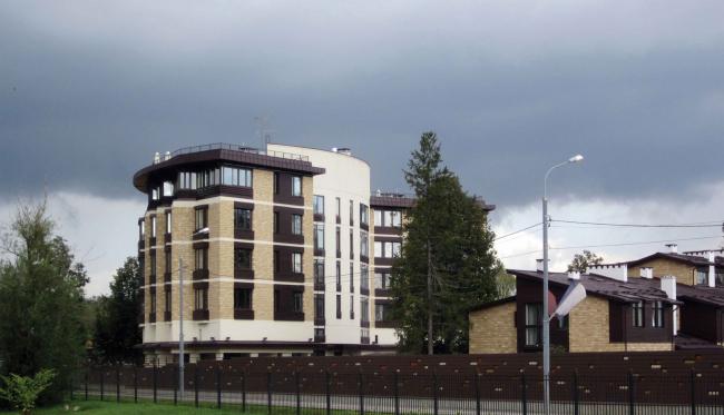 Жилой дом №27 в поселке «Олимпийская деревня Новогорск». Постройка, 2012 © Архитектуриум